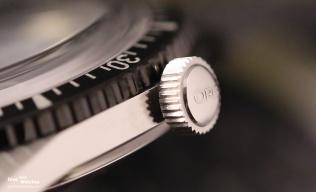 Close-Up: Die abstehende Krone mit Oris-Logo