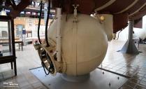 Bathyscaphe_Trieste_Pressure_Chamber_2_Navy_Museum_Washington_2016