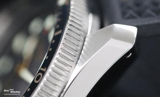 Der einseitig rastende Drehring lässt sich in 120 Schritten einstellen, die Hörner sind durchbohrt